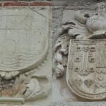Escudos fachada hospital